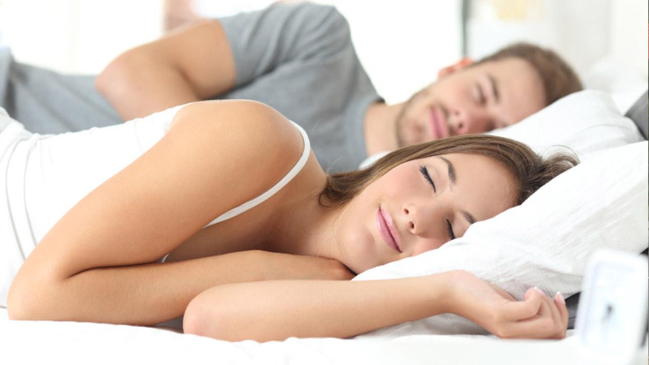 sleeping-couple_227977