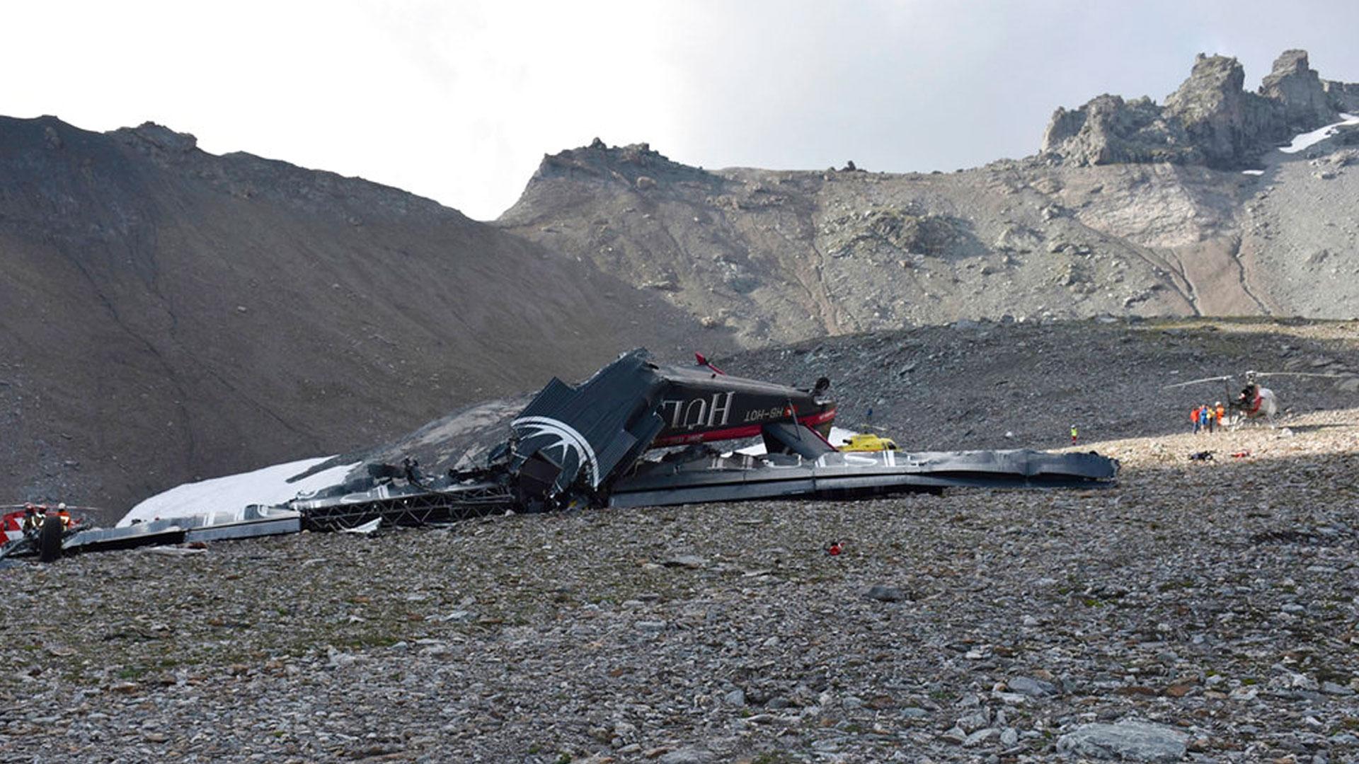 plane-crash-alps_1533475003329.jpg