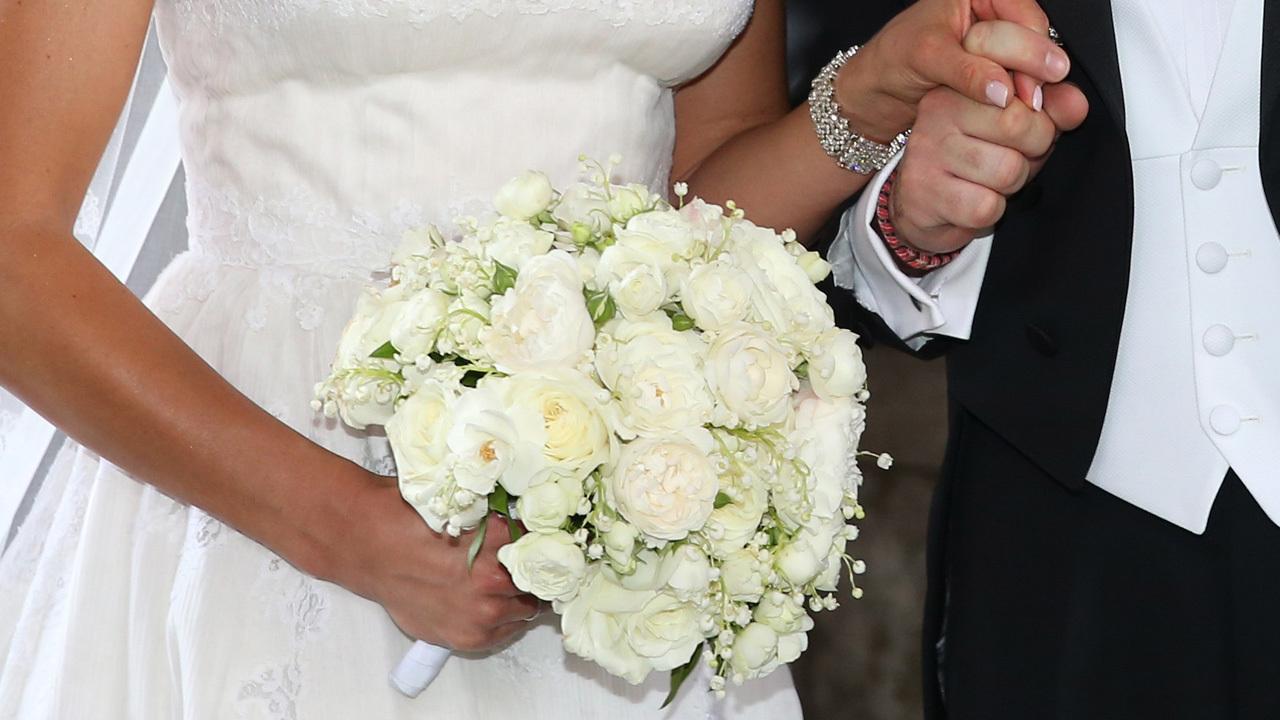 Bride_calls_off_wedding_after_guests_won_0_20180829023711