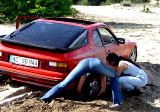 car_stuck_girls_12