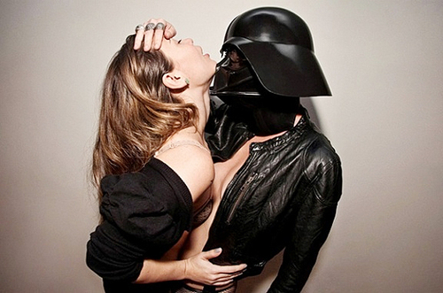 Hot-Chicks-Darth-Vader-Helmets-10