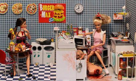 800px-Barbie_-_Serial_Killer_-_12