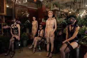 Voor op je verlanglijstjet: Zana Bayne erotische body harnassen