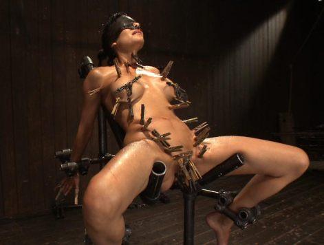 BDSM-pinces-a-linge-epingles-corps-1