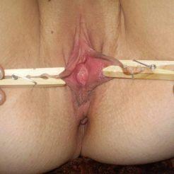 BDSM-pinces-a-linge-epingles-vulve-clitoris-5