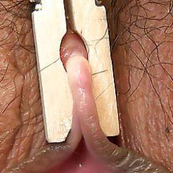 BDSM-pinces-a-linge-epingles-vulve-clitoris-6