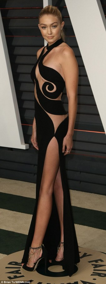 25FCAFA700000578-2964931-Model_and_TV_personality_Gigi_Hadid_was_another_who_wore_a_revea-a-139_1424692636691