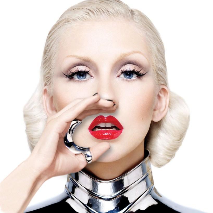 Christina-Aguilera-wearing-the-betony-vernon-ring