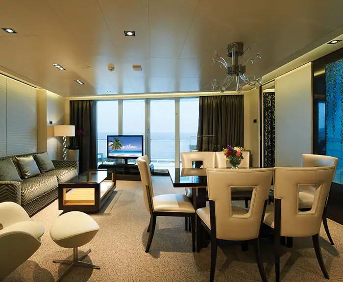 ノルウェージャンクルーズライン ザ・ヘブン デラックスオーナースイート The Haven's Deluxe Owners Suite with Large Balcony Living Room on Norwegian Getaway