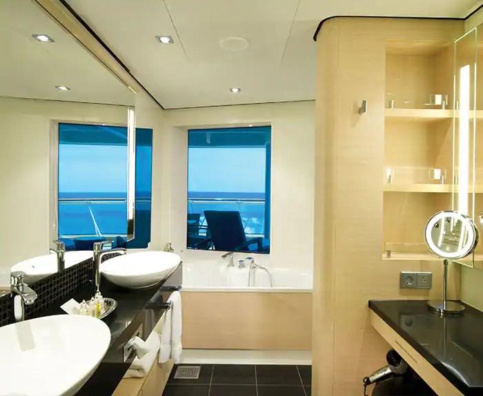 ノルウェージャンクルーズライン ザ・ヘブン 最後尾に面したペントハウス バスルーム The Haven's Aft-Facing Penthouse on Norwegian Epic