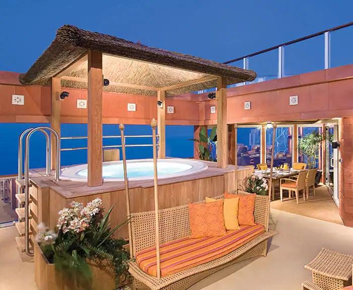 ノルウェージャンクルーズライン ザ・ヘブン ガゼボ&ジャグジー The Haven's 3-Bedroom Garden Villa Courtyard on Norwegian Pearl