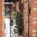 pooper Courtyard Gate