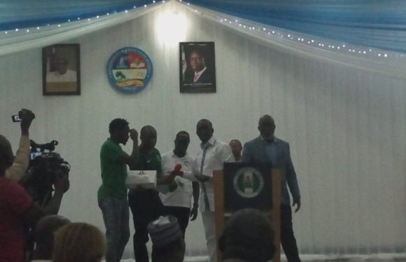 Super Eagles Rewarded with $50,000 For AFCON Qualification by Delta Governor (Photos)