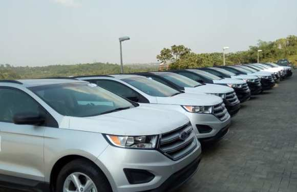 Governor Ayade Gives SUVs To Traditional Rulers
