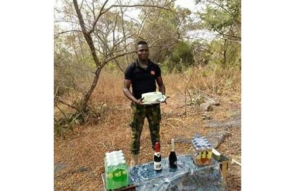 Nigerian Soldier Celebrates His Birthday At The Battlefield (Photo)