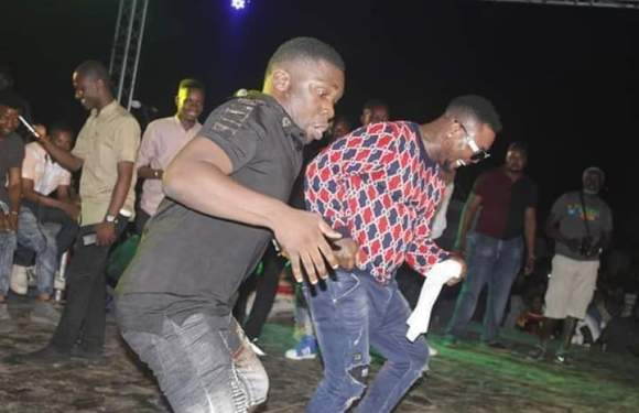 #IbenoBeachFunfair18: Ice King vs Oritse Femi; Who Fresh Pass?