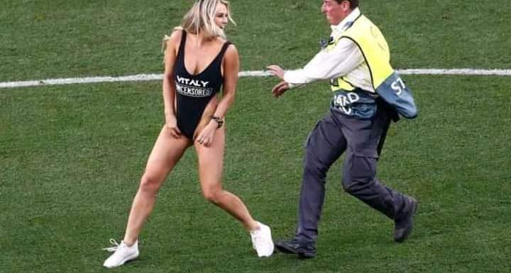 Mild Drama as Hot Girl Invades Pitch During Champions League Final (video)