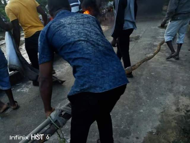 Bridge on Fire: Youths, Council Chairman, Security intervened as Army clash with illegal Oil Bunkers in Akwa Ibom (pictures) 11