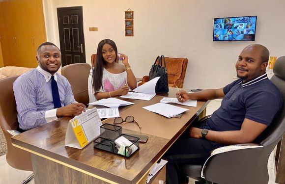Davido's Fiancée, Chioma Becomes Royal Hair Ambassador, Signs Endorsement Deal (Pics)