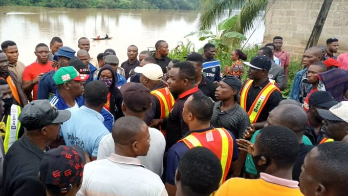 Oil bunkering: Thugs attack IPMAN officials in Bayelsa