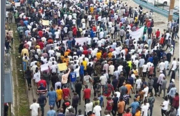 End SARS: Akwa Ibom on fire as prison warden allegedly shoot protester