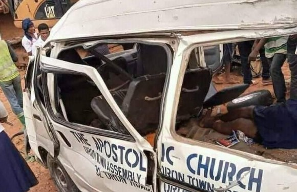 Akwa Ibom: Church members returning from Burial involve in Accident, atleast 2 dead (Graphic)