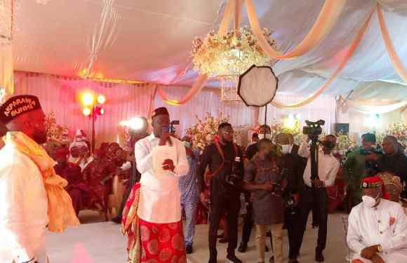 Gov. Udom's aide, Utang Akwa Ibom returns to first Love; plays Master of Ceremony at a Wedding (Pictures)