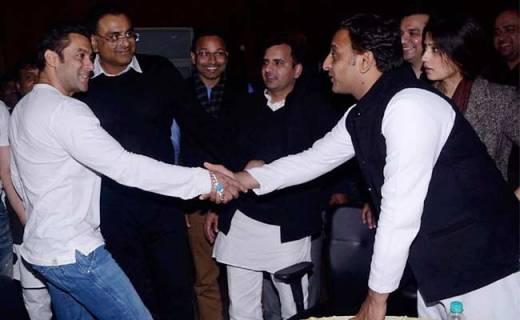 Akhilesh Yadav attends big Bollywood night at Saifai, critics raise Muzaffarnagar pitch