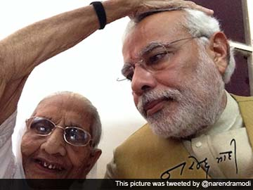 Election Results 2014: On Victory Day, Narendra Modi Tweets a Selfie With His Mother