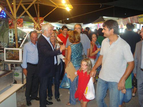 Ο Πέτρος Τατούλης στην Λακωνία χαιρετά κόσμο