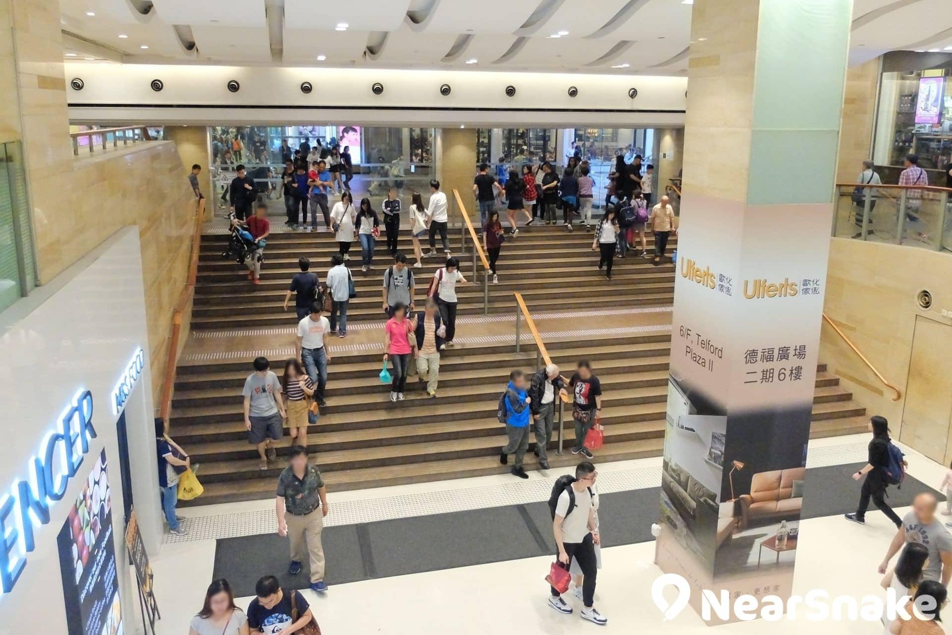 德福廣場一期•二期各具特色|德福廣場二期商店林立|德福廣場戲院翻新升級|德福廣場地鐵出口:A或C|NearSnake.com