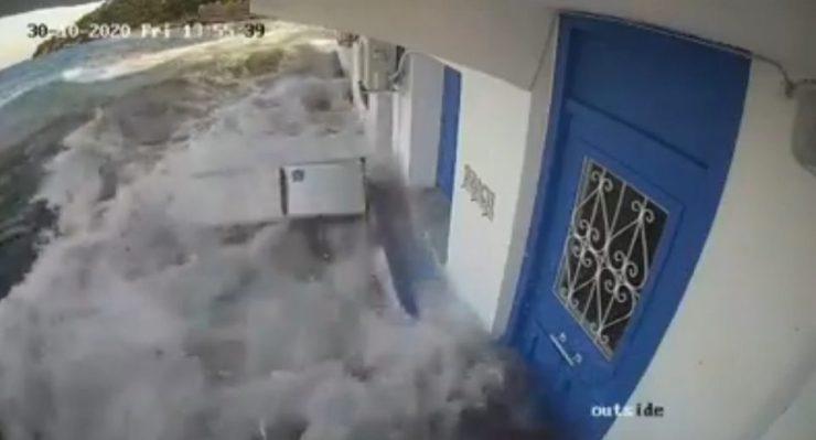 Σεισμός στη Σάμο: Βίντεο ντοκουμέντο με το τσουνάμι που χτυπάει το νησί
