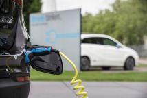 EY: 4 στους 10 σκοπεύουν να αγοράσουν ηλεκτρικό όχημα