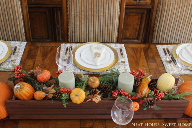 Make an easy and beautiful Thanksgiving tablescape with a window box. Free printable napkin ties!