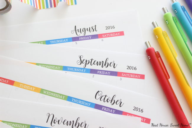 A roundup of 7 great back to school organization ideas and a free printable calendar to jot down activities, meetings, and appointments.