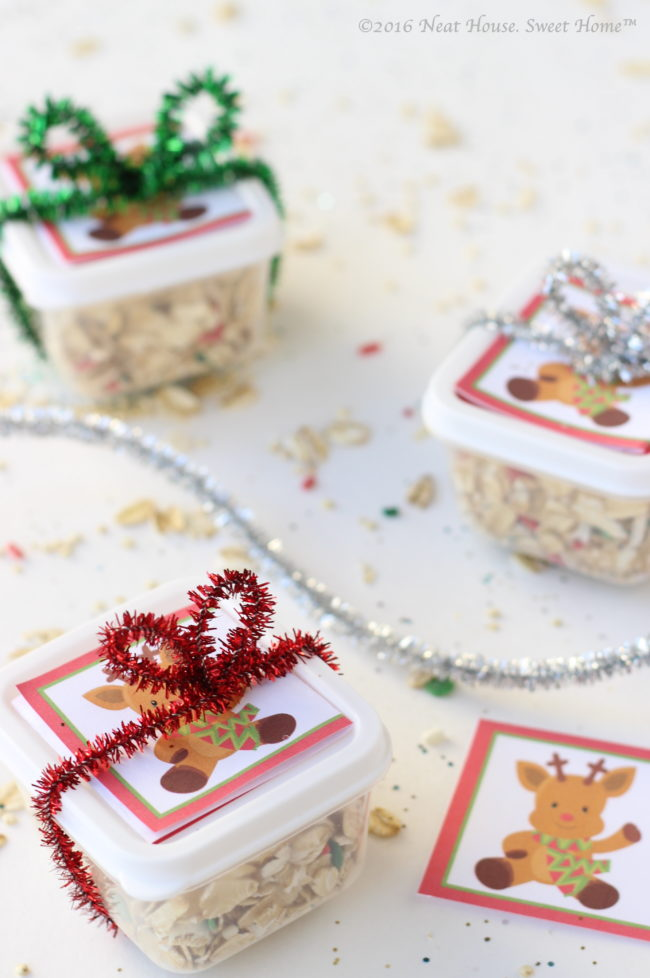 These magic reindeer food favors are easy to make and are the perfect takeaway for a Christmas party. Kids love to sprinkle it on the lawn on Christmas Eve.