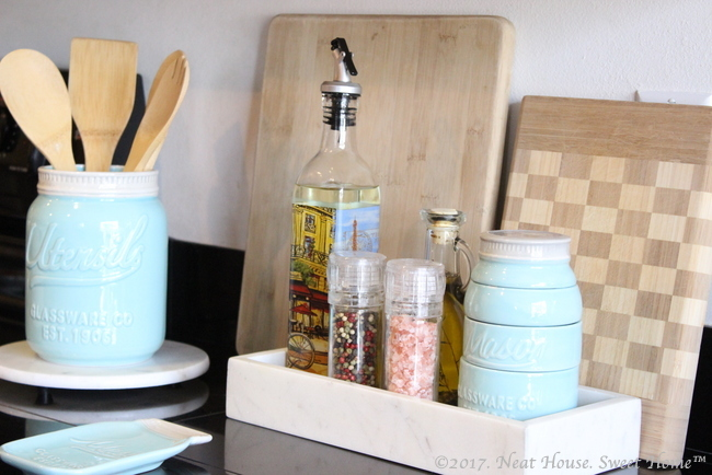 Check these 10 clever ideas to organize the kitchen and say goodbye to cluttered counters and cabinets, and say hello to a neat and functional space.