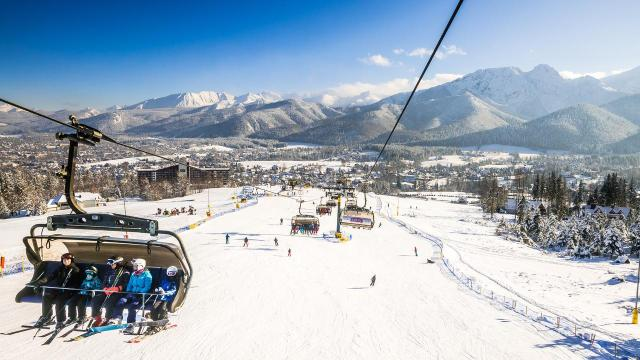 atrakcyjnie miejsca dla dzieci - wyciąg narciarski w ferie zimowe