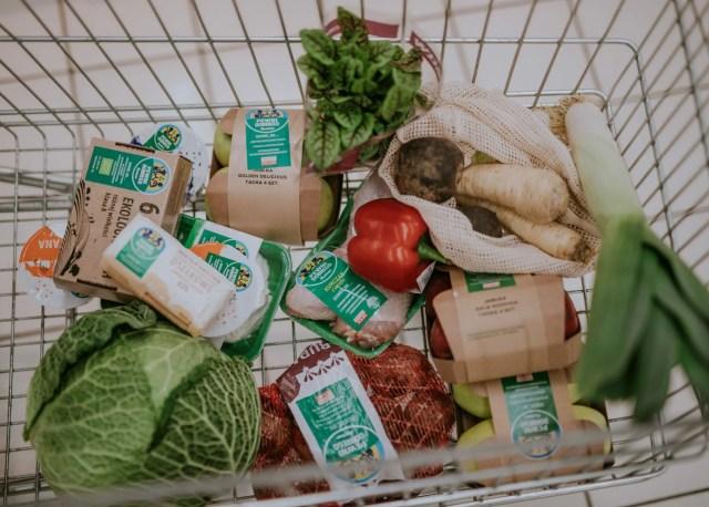 produkty spożywcze w koszyku świadomego rodzica