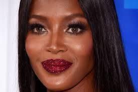 Necessaire da Diva download-7 A estrela do VMA 2016. Moda  VMA 2016 Naomi Campbell estrela do vma 2016 Batom de Naomi Campbell no VMA