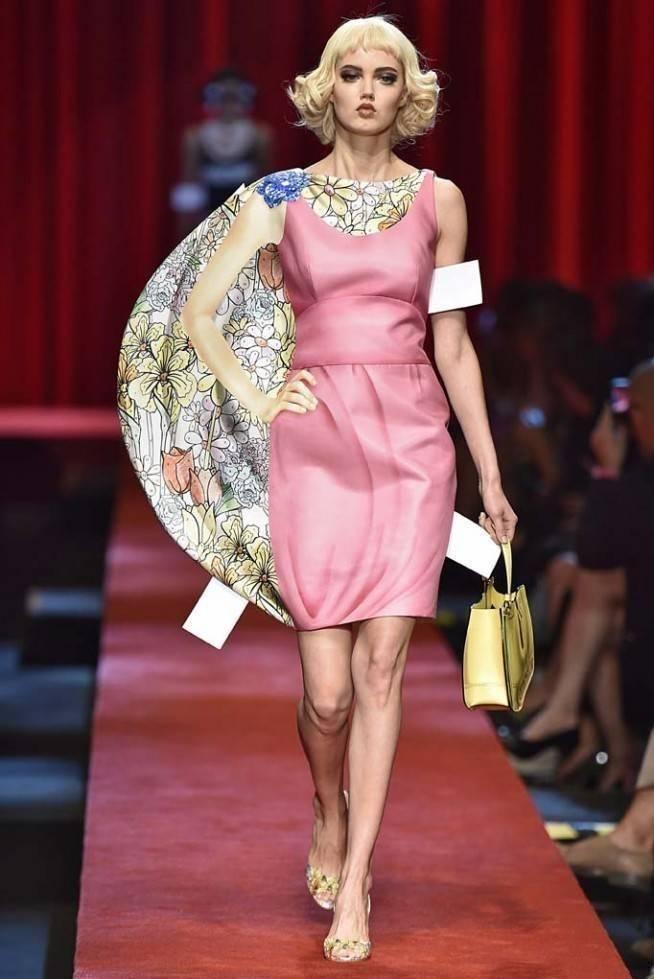 Necessaire da Diva mos-ss17-069-654x979 Bonecas de papel é o tema da Moschino. Moda  moshino moschino moda desfile moshino milão inverno 2017 desfile moschino bonecas de papel