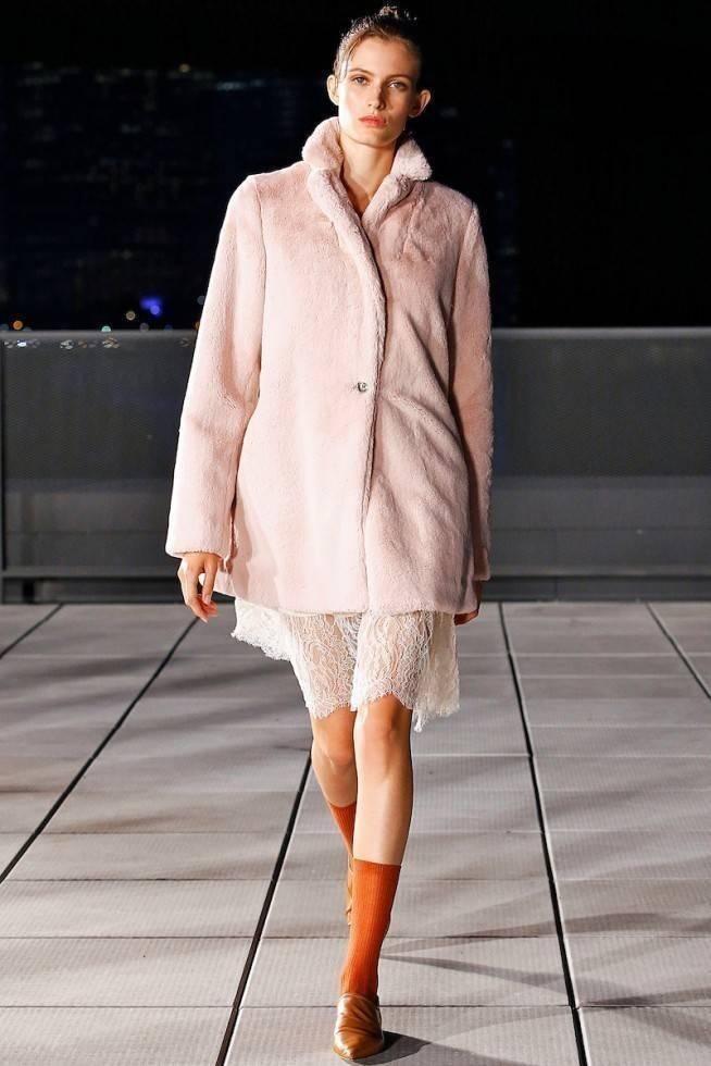 Necessaire da Diva tha-lb-ss17-015-654x980 Criatividade na coleção de Thakoon -2017. Moda  Thakoon Nova York new york moda desfile nyfw 2017 desfile criatividade na moda criatividade