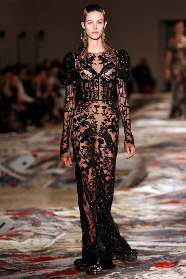 Necessaire da Diva amq-ss17-166-654x980-mcqueen Corselet a nova tendência na moda. Moda  tendências a moda moda Mcqueen dior corselet nos desfiles 2016 corselet na moda corselet