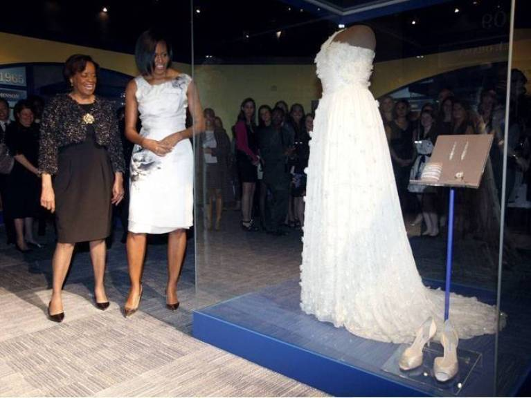 Necessaire da Diva vestido-obama-museu-g-20100309 Especial Michelle Obama. Coisas de Bárbara.  Michelle Obama sai na revista Vogue Michele Obama Especial Michelle Obama diva