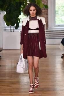 Necessaire da Diva FB_IMG_1496596484901 Desfile de Valentino no New York FW -coleção 2018. Moda  Valentino Sandalia com meia esportiva New York fashion week 2017 moda Fashion Week desfile