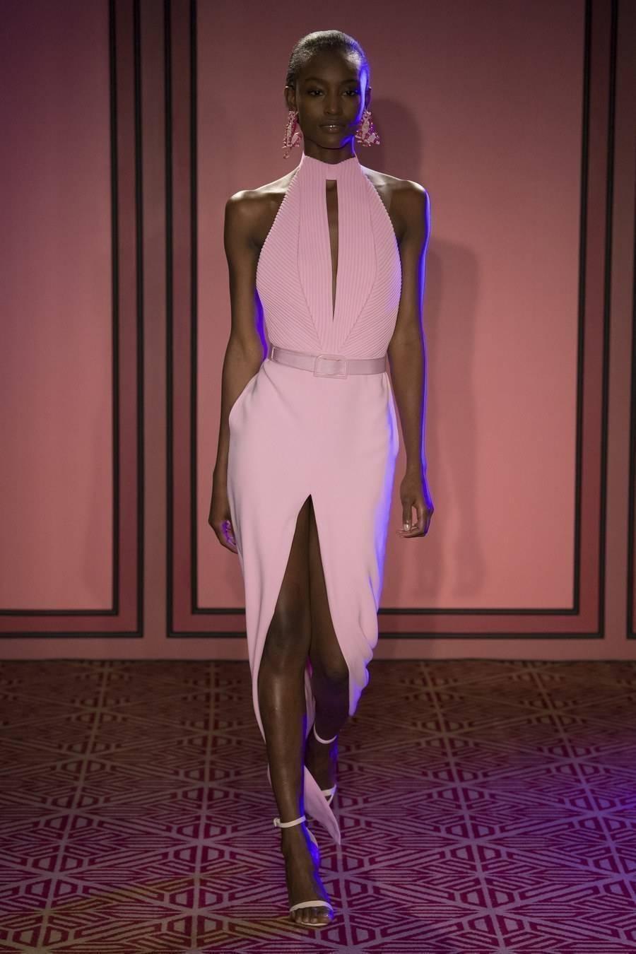 Necessaire da Diva BRA0807 Rosa e vermelho: a nova tendência da moda. Moda  Vermelho e rosa na moda tendências da moda Rosa e vermelho na moda Rosa e vermelho NYFW moda Gigi Hadid no NYFW dicas de moda combinação rosa com vermelho Brandon Maxwell 2017