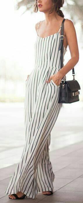Necessaire da Diva photostudio_1512345377051 Looks divinos com listras. Moda  roupas listradas Pinterest moda Looks listras divinos com listras #fashion