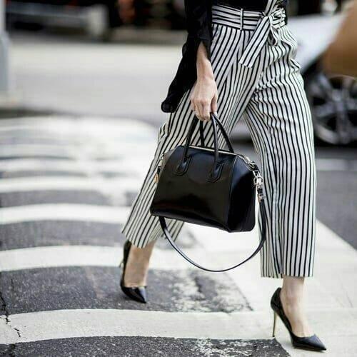 Necessaire da Diva photostudio_1512347658131 Looks divinos com listras. Moda  roupas listradas Pinterest moda Looks listras divinos com listras #fashion