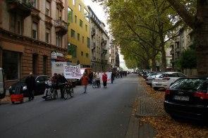 In der Langen Rötterstraße zog sich der laute Demonstrationszug über eine Distanz mehrerer Blocks.