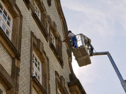 Installation der Überwachungskameras an der Alten Feuerwache   Foto: M. Schülke